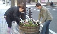 花植え23.4.29-1.jpg